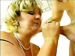 Slut Mature Inserting The Rod