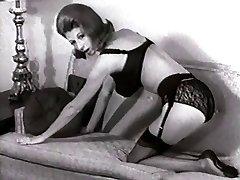 POHOVKA STRIP - vintage silonky punčochy, striptýz, velký prsa
