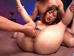 Japanese cougar, Aika, enudres younger meatpipes