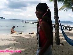 Ameteur tiener Teen Heather Diep op het strand geven deepthroat