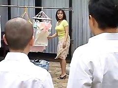 Ht moden mor fucks hennes sønn ' s beste venn
