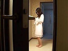 Japansk mor fucks hennes sønn-s venn -usensurert (MrNo)