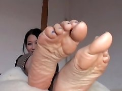 Chinese Strips Her Nylons