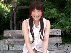 Søt utendørs solo onani med Yuri Sato