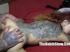 asiatiske følelse kimbelry chi blir fengslet rica hood tatovering c