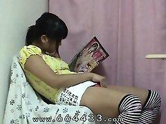 Upskirt Japanese gal Iku Sakuragi to love masturbation.