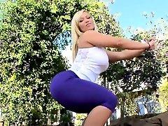 Tough mature darling gets her flexible bootie gap torn up