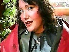 Dolores in Klepper und Gummi