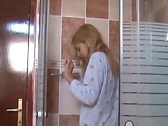 Sweet teeny first pee scenePiss32