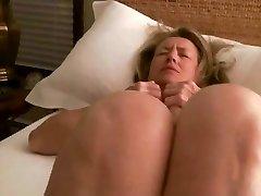 milf se masturba hasta el orgasmo