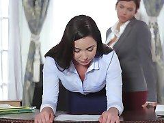 TeenCurves - Keisha Grey Sikiyor Sekreter Karlee Grey İtaatkar
