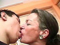 Suudella Mummo
