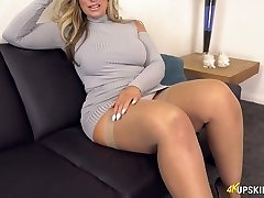 UK Cougar with blond hair Kellie OBrian is always well-prepped to demonstrate booty