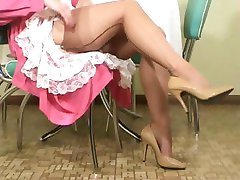 Delicate MILF tramp with erotic lower lips, Jessica, does some teasing