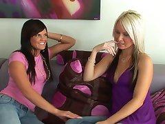 2 hot girls 69
