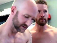 Černý trpaslík gay porno, Poprvé, Solný Roztok pro Caleba