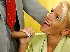 Nicoletta blue-sekretarz zerżnęli w biurze