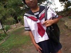 KASAI Mariko w szkolnym mundurku