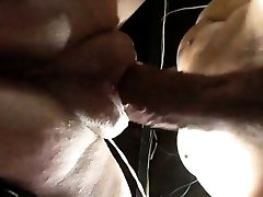 Squirting vagina with fat lips getting pulverized