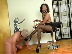 Mistress Delilah in pantyhose (private shortly)