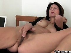 Porno will get mom's pussy juicy