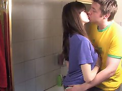 Guy fuck his hairy girlfriend in the shower