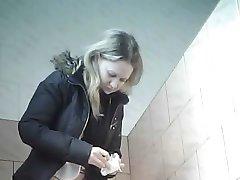 peeping la femei's toaletă
