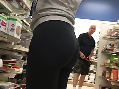 SEXY LATINA WORKING IN TIGHT SPANDEX VTL