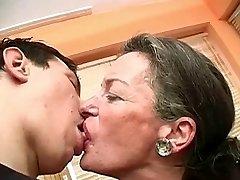 Baciare La Nonna