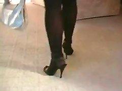Hot Blonde MILF Røyking i Strømper og høye Hæler