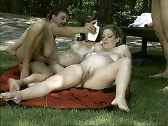 gravidă femeie durdulie in sperma aruncata în aer liber