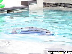 Sun Tanning Latina fucks poolside