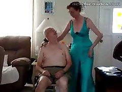Alte Oma stripts