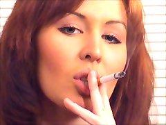 Bela Ruiva de Fumar e Fodendo