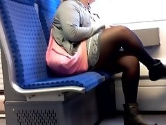 PLUMPER Woman with Nylon gams candid