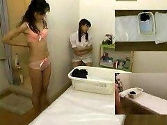 Massage covert camera filmed a super-bitch giving handjob