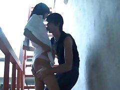 RUSSE EMO ADOLESCENTS AYANT DES RAPPORTS SEXUELS EN DEHORS DE L'AÉROPORT