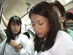 Twee Schoolmeisjes betast in Bus