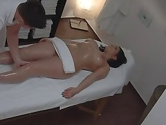 v krivkách žena masáž voyeur (inscenované)