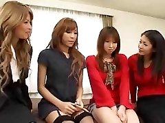 Piękne Azjatyckie transseksualiści orgie