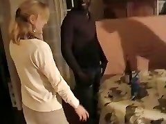 Blondinka francoski žena gangbanged za tri črne moške. Hubby filmov
