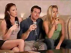 Super cool swinger-party börjar direkt efter ett par glas vin