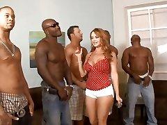 5 interracial kaverit kokoonpanolla niin, että kotiäiti Janet Mason voit valita paras