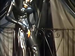 latex fetish - RubberEva - Tung Gummi Nonne