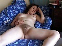 Un peludo adolescente con un buen orgasmo