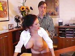 מאוד המזכירה הלוהטת