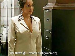 נינה mercedez המזכירה