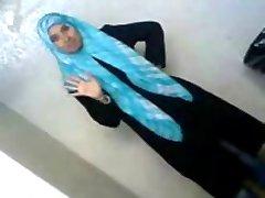 Sexy Arabiske College Student Avslører Hennes Eiendeler Til BF