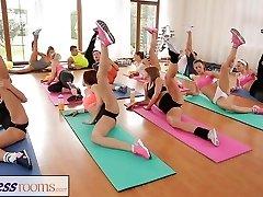 FitnessRooms Después de la clase de gimnasia sudoroso sesiones de sexo