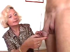Итальянская бабушка любит 2 петухов